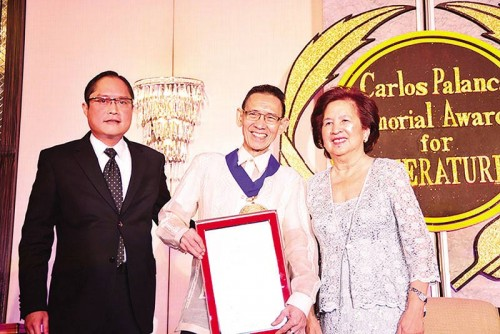 (From left) Carl Anthony S. Palanca, vice president of the Carlos Palanca Foundation Inc.; poet-critic-scholar Dr. Gemino H. Abad, recipient of the 2015 Gawad Dangal ng Lahi; and Sylvia Palanca-Quirino, director general of the Carlos Palanca Memorial Awards, pose for a photo during the 65th Carlos Palanca Memorial Awards for Literature awarding ceremony at The Peninsula Manila hotel in Makati City on September 1.