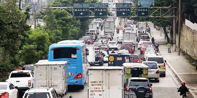 Bumper-to-bumper-traffic-flow-along-C-5-Road-flyover-in-Pasig-City-
