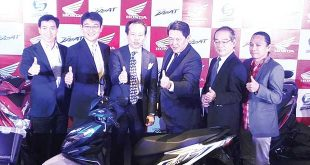 (From right) Honda Philippines Product Planning Manager Ely Salamangkit Jr.; PT Astra Honda Motor President Director Toshiyuki Inuma; Honda Motor Co. Ltd. Operating Officer Shinji Aoyama; Honda Philippines Inc. President Daiki Mihara; Honda Motor Co. Ltd. Asia and Oceania Chief Operating Officer of Regional Operations Noriaki Abe; and Honda Philippines MC Sales Department Manager Ronald Carreon pose for photos during the recent launch of the all-new Honda Beat at Blue Leaf Filipinas in Parañaque City. REYMUNDO G. NILLAMA