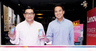 Lenovo Mobile Business Group Country Manager Dino Romano (left) and Marketing Manager Vincent de la Cruz pose with new Lenovo K6 Note units during the smartphone's launch in Makati City on March 2.