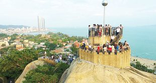 Tourists visit Gulangyu Island in Xiamen, in southeast China's Fujian province on May 18, 2017. The 9th BRICS Summit will be held in Xiamen in September. XINHUA