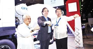 (From left) Hino Motors Philippines Chairman (HMP) Vicente Mills, Jr., Presidential Adviser on Economic Affairs Ramon Jacinto, and Sen. Aguilino L. Pimentel III at the HMP booth at the Infrastructure Congress and Expo Philippines (Icep) 2017.