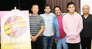 """(From left) Screenwriter Eric Cabahug, actor Joross Gamboa, director Julius Alfonso, actor Edgar Allan Guzman, and producer Rex Tiri pose with """"Deadma Walking"""" posters at the end of the press conference for the film at Limbaga 77 restaurant in Quezon City on May 22, 2017. (Photo: Alvin I. Dacanay)"""