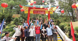 Members of the Filipino-Chinese community in Baguio, together with city officials, release a dove and balloons as they celebrate the 16th Philippine-China Friendship Day at the Botanical Garden. The event was highlighted by gift-sharing. PNA