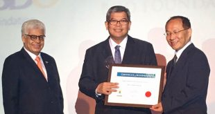 BDO Foundation President Mario Deriquito (center) accepts a certificate of achievement recognizing the foundation's rehabilitation program at the Asia Responsible Entrepreneurship Awards 2017 in Bangkok, Thailand.
