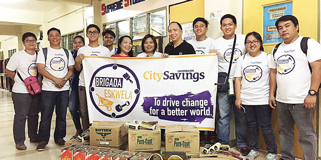Teachers from Fort Bonifacio High School in Makati City were delighted to receive painting materials from the City Savings Bank-Robinsons Galleria (Ortigas) branch, led by Business Head Fatima Mateo.