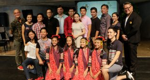 """Current Philippine High School for the Arts (PHSA) Director Dr. Victor Emmanuel Carmelo """"Vim"""" Nadera Jr. (standing, far right) poses with PHSA alumni and students during a press conference at the CCP on May 25, 2017. (Photo: Kiko Cabuena/CCP)"""