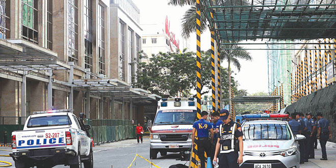 Policemen cordon off the streets surrounding Resorts World Manila in Pasay City after a still-unidentified lone gunman fired warning shots and set casino tables on fire inside the luxury hotel-and-casino complex on June 2, 2017. At least 38 people were found dead, including the gunman, whose body was found burned inside a room on the fifth floor of the Maxim hotel after he apparently committed suicide. (Photo: PNA)
