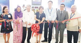 Philippine Airlines (PAL) Chairman Dr. Lucio C. Tan (third from left) led the traditional ribbon-cutting ceremony to mark the reopening of PAL's daily flight to Kuala Lumpur. PAL last flew to the Malaysian capital in 2014. Others in photo are (from left) Marianne Raymundo, PAL COO; Fazdila Mansor, tourism attaché of the Malaysian Embassy; Dr. Tan; Irene Montalbo, Ninoy Aquino International Airport (Naia) Terminal 2 Manager; Stewart Lim, PAL executive vice president and treasurer; Ismael Augusto Gozon, PAL senior VP for airline operations; and Emilio Yu, special assistant to the PAL Chairman.