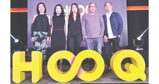 (From left) HOOQ Marketing Head Sheila Paul, Regional Brand and Communications Head Allison Chew and Country Manager Jane Cruz-Walker; director Erik Matti; and HOOQ Manager and Programming and Content Head Jeff Remigio pose for photos after Matti was revealed as the third judge for the HOOQ Filmmakers Guild contest at the B Hotel in Quezon City on July 3, 2017.