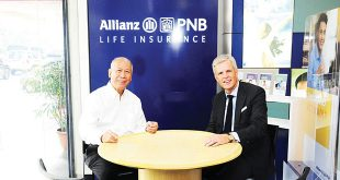 Allianz PNB Life CEO Olaf Kliesow (right) and Philippine National Bank President Reynaldo Maclang pose for a photo at the new Life Track Station inside the PNB-San Lorenzo branch in Makati City