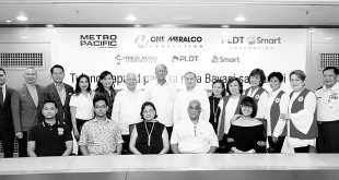 Manuel V. Pangilinan and Defense Secretary Delfin Lorenzana (seventh and eighth from right, respectively) pose with some of the top executives of the donor companies and the Savellano family (seated) representing the families of the fallen soldiers. The Cabinet spouses posing with them are (standing 10th from left) Marissa Aguirre, Edith Lorenzana, Betty Medialdea, and Kristine Dino. Not in photo is Marisol Tugade.