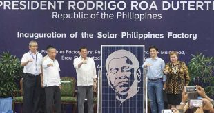 "President Rodrigo Duterte inaugurated the Solar Philippines Factory last August 23 to establish the Philippines as a major player in the global renewable energy revolution, and enabling solar panels to become accessible to everyday Filipinos. Solar Philippines CEO Leandro Leviste presents a ""Duterte Edition"" solar panel to Mr. Duterte. Also on stage are DOE Secretary Alfonso Cusi, PEZA Director General Charito Plaza, and Solar Philippines COO Roy Oyco. SOLAR PHILIPPINES"