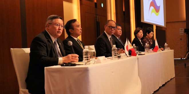 """Philippine economic managers and executives led by Finance Secretary Carlos Dominguez III during the Japan """"Build, Build, Build"""" roadshow."""